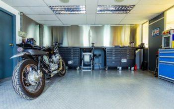 Garaże z płyt warstwowych – na wiele lat