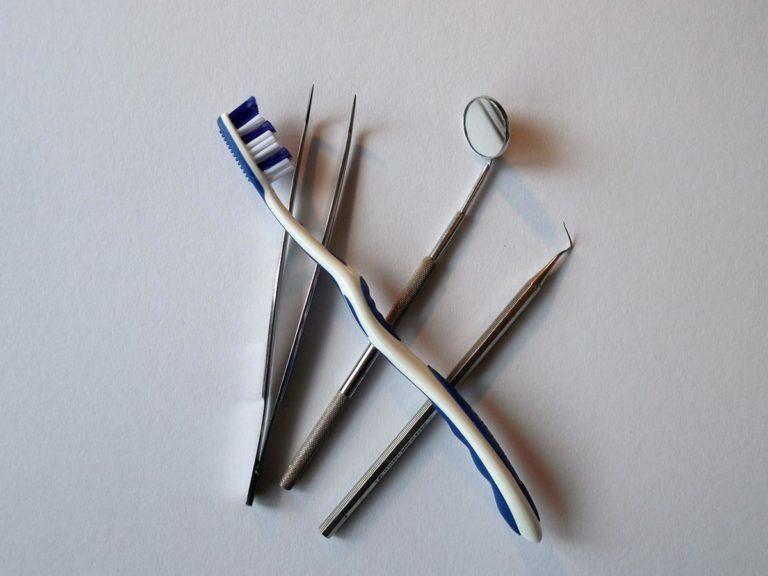Jakie rodzaj implantów są obecnie stosowane w odbudowie zębów?