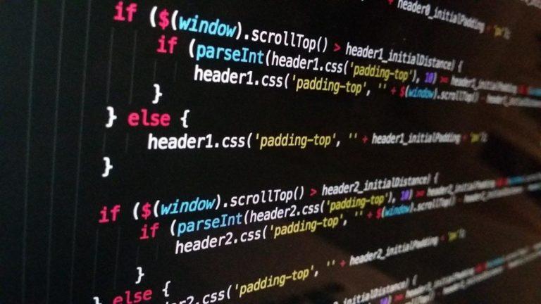 Jaką rolę pełni system operacyjny w naszym komputerze?