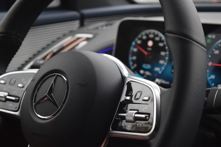 Czy oklejenie folią samochodu osobowego jest bezpieczne?